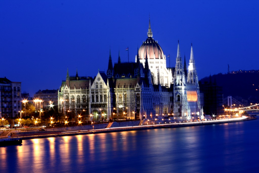 Budapest_Night_Parlament_3