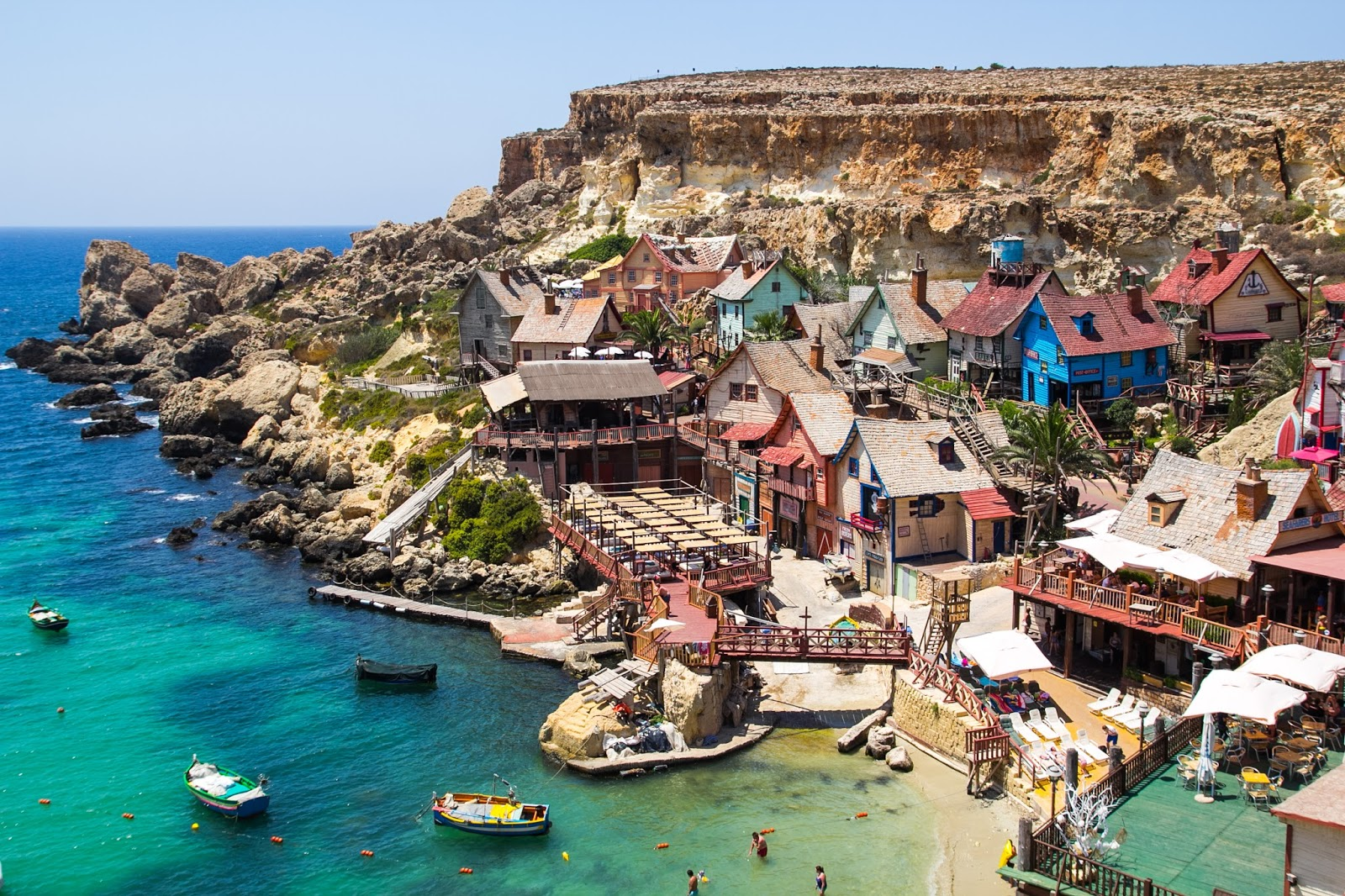 Sursa foto: http://travelwithkally.blogspot.ro/2015/07/popeye-village-in-malta.html
